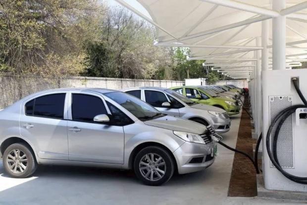 کارمانیا eK1 معرفی شد؛ با اولین خودروی الکتریکی بازار ایران آشنا شوید
