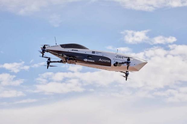 نخستین ماشین مسابقه پرنده دنیا بال پرواز گشود + عکس و ویدیو