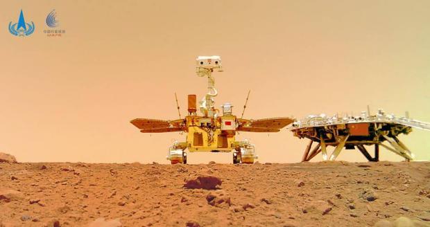انتشار سلفی مریخ نورد ژورونگ چین در سیاره سرخ